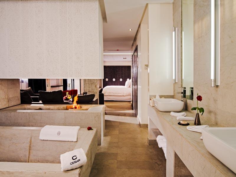 Riad cesar resort spa book cesar resort spa riad in - Salle de bain loft new yorkais ...