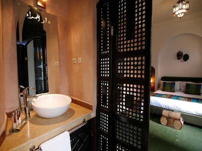 Riad la maison rouge book la maison rouge riad in - Salle de bains rouge ...