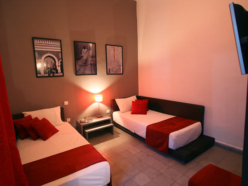 Riad villa wenge book riad villa wenge riad in marrakech - Deco maison rouge et gris ...